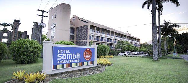 Fachada da piscina do hotel Samba Angra dos Reis
