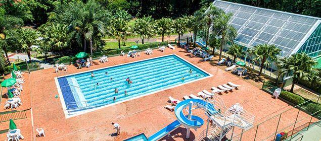 Fachada da piscina do Hotel Nacional Inn Iguaçu