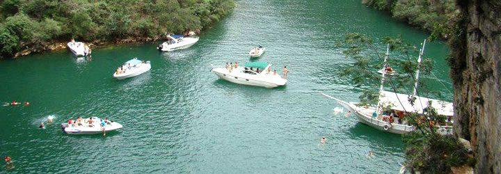 Barcos - Lago de Furnas em Capitólio