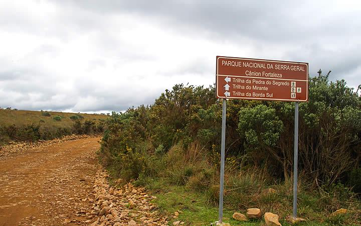 Caminho para trilhas em Cambará do Sul