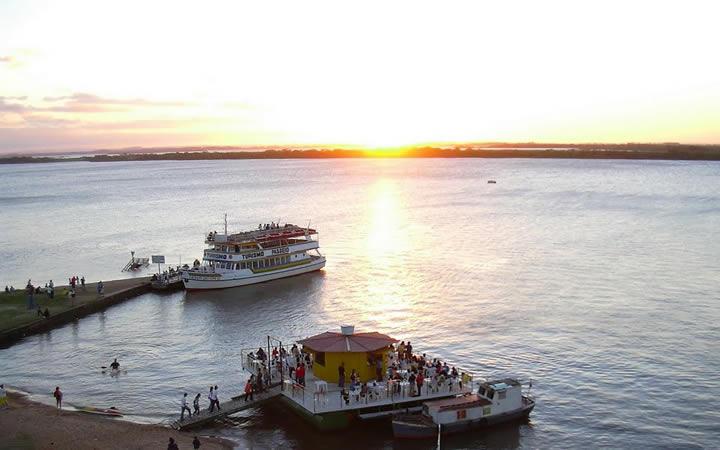 Por do sol na orla do lago Guaíba - Porto Alegre
