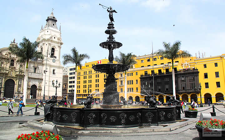 Piscina da Plaza Mayor de Lima