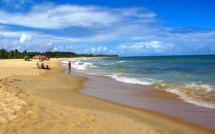 Pessoas na Praia dos Nativos em Trancoso