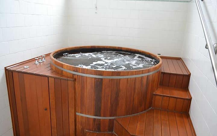 Banheira de hidromassagem no prédio Thermas Antônio