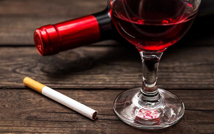 Cigarros e Bebidas