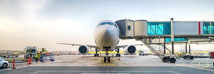 Como encontrar voos baratos - Avião esperando passageiros
