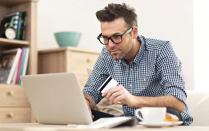 Comprando pela internet - Passando o cartão