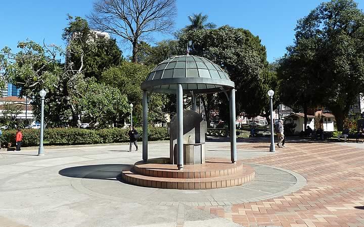 Praça dos macacos em Poços de Caldas