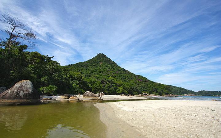 Praia de Dois Rios em Ilha Grande