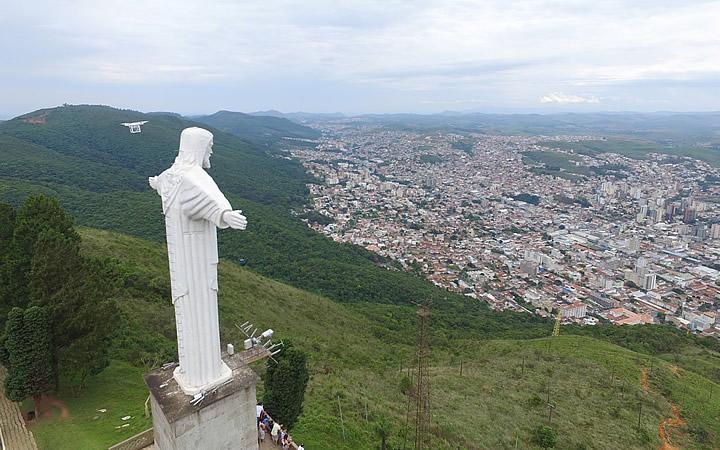 Serra de São Domingo e Cristo Redentor em Poços de Caldas - MG