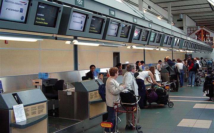 Viajantes fazendo Check in
