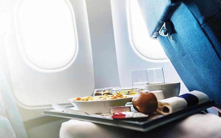 Comer no avião
