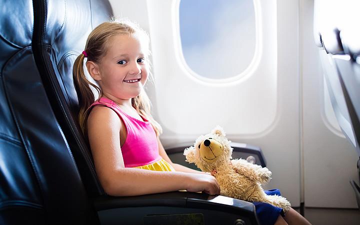 Criança viajando sozinha