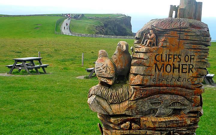 Escultura de madeira em Cliffs of Moher