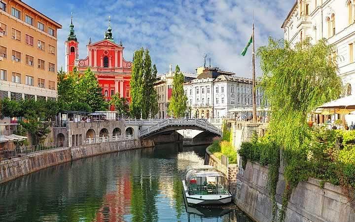 Passeio de barco em Lubliana