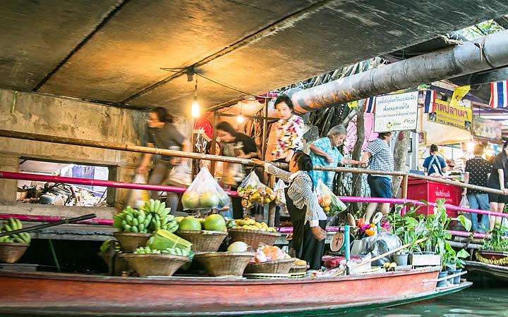 Mercados flutuantes em Bangkok