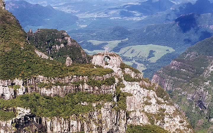 Pedra Furada - Morro da Igreja - Parque nacional de São Joaquim