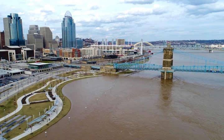Rio Ohio em Cincinnati - Ohio