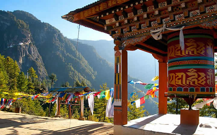 Vista para montanhas em Butão