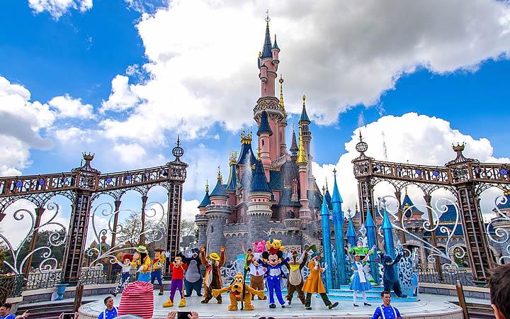 Disney - Personagens da disney apresentando