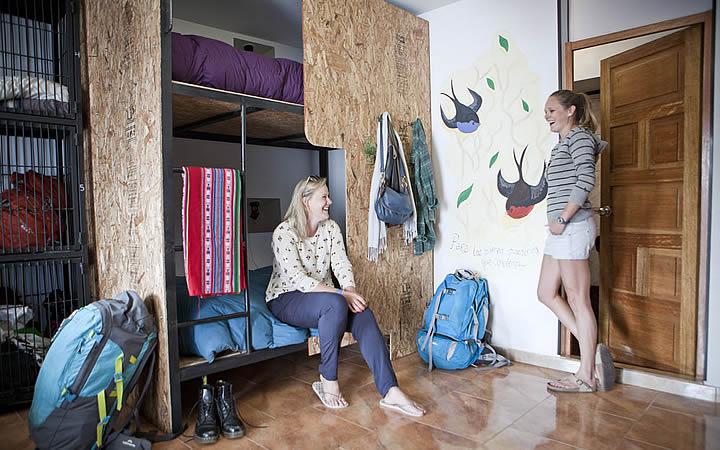 Pessoas no quarto de Hostel