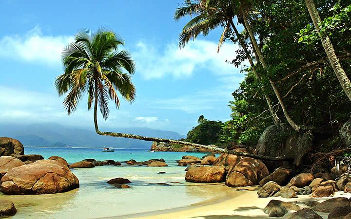 Praia do Aventureiro em Ilha Grande