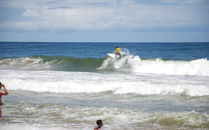 Surf na Praia do Japonês
