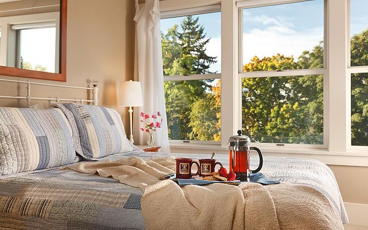 Bandeja de Café em cima da cama - Bed and Breakfast