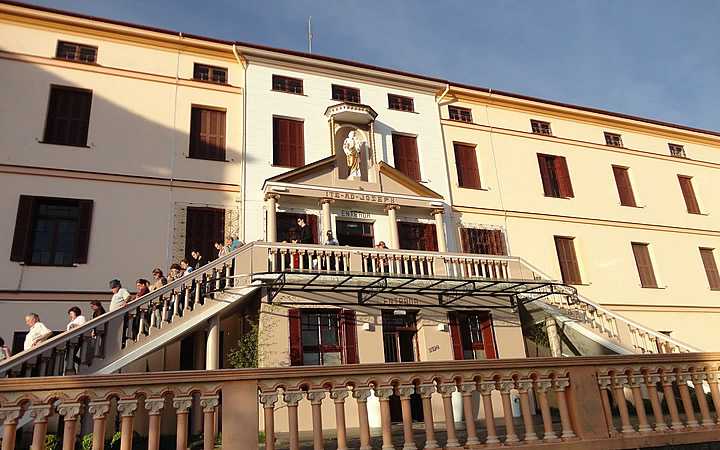 Faixada da frente do Convento das Irmãs de São José em Garibaldi RS