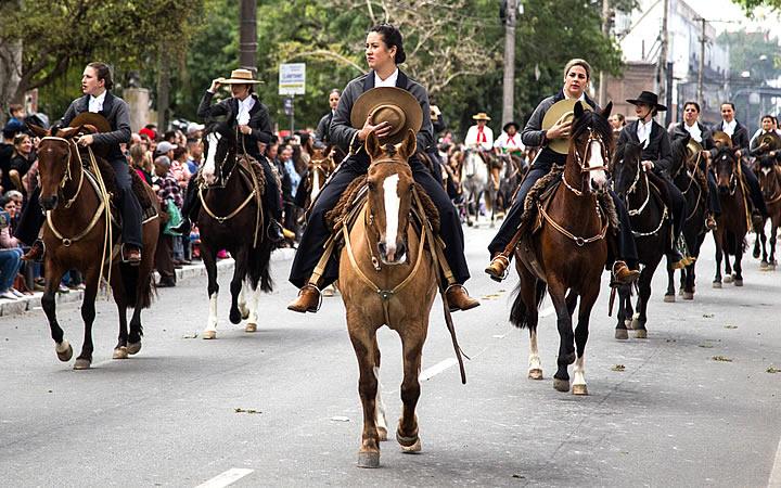 Desfile da semana Farroupilha em Pelotas