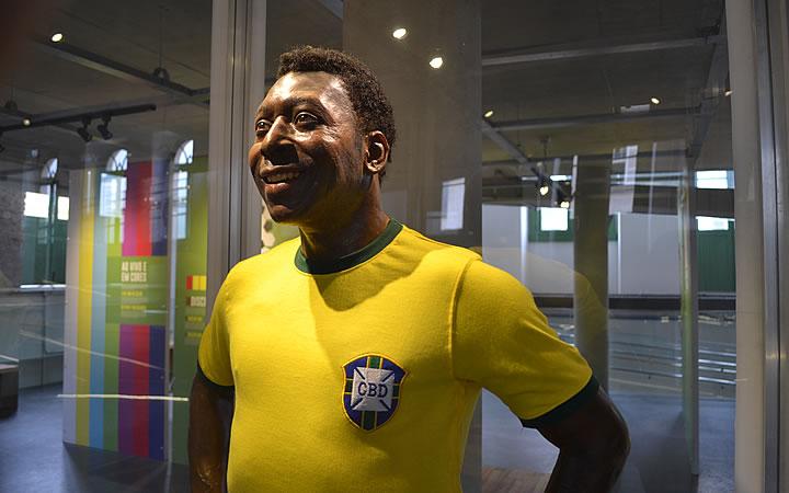 Estátua do Pelé no Museu do Pelé em santos