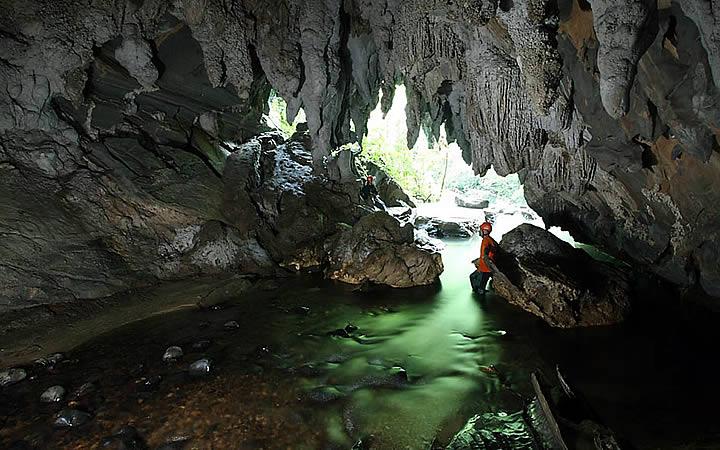 Interior da Caverna da Água Suja em Petar