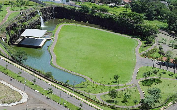Parque Dr. Luis Carlos Raya