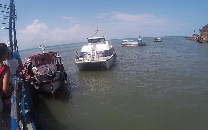 Passeio de barco que percorre as ilhas de Tinharé