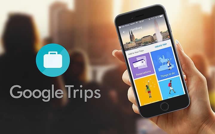 Pessoa segurando um smartphone com o App Google Trips