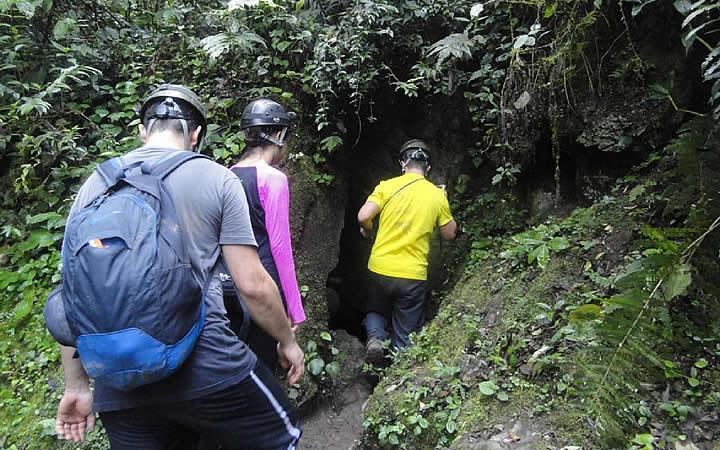 Pessoas entrando no Núcleo Ouro Grosso