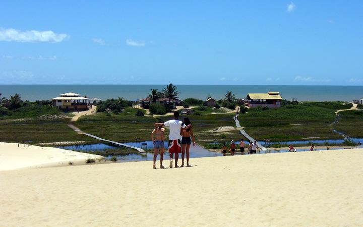 Pessoas na Praia de Riacho Doce em itaúnas