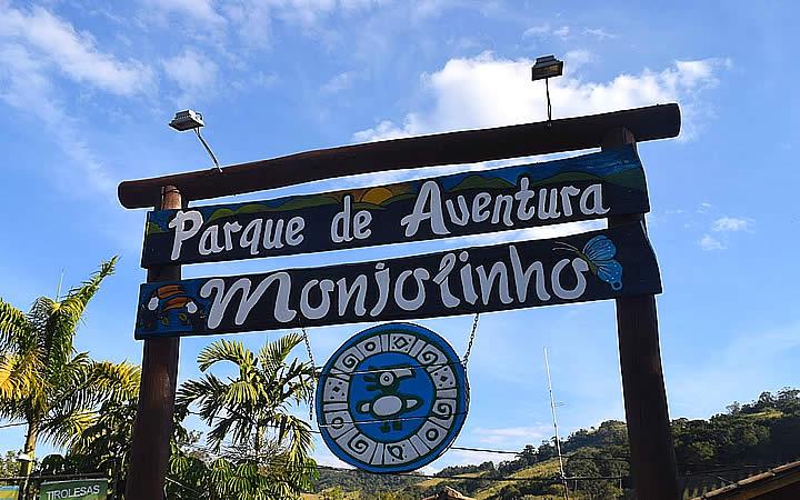 Placa da entrada do Parque de aventuras Monjolinho