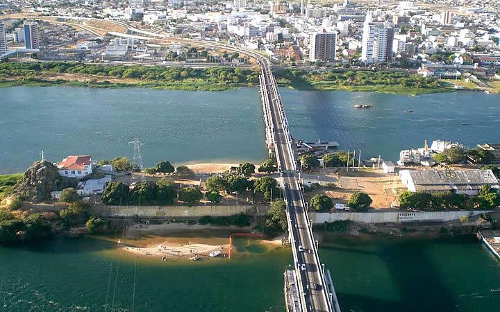 Visão aérea da Ilha do Fogo - Do lado da ponte entre Petrolina e Juazeiro