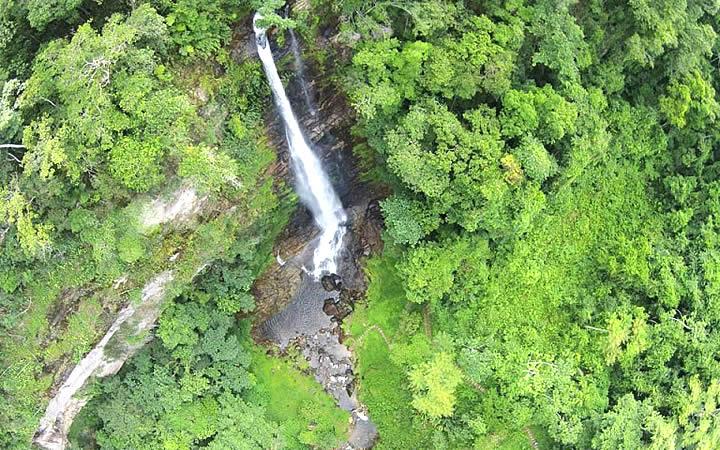 Cachoeira Véu da Noiva (do Dito Salu) em Iporanga