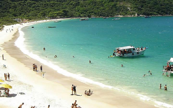 Pessoas na Praia do Pontal