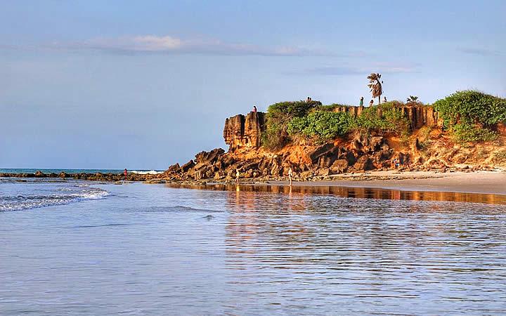 Rochas na Praia de Tourinhos