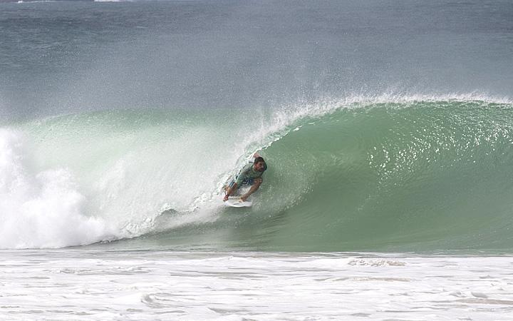 Surfista na Praia do Peró em Cabo Frio