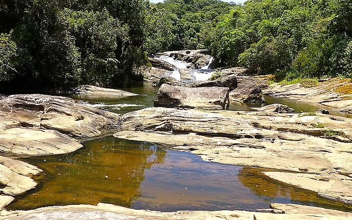 Cachoeira na Trilha do Rio Paraibuna em Cunha