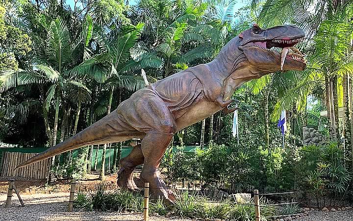 Dinossauros no parque da Vila Encantada