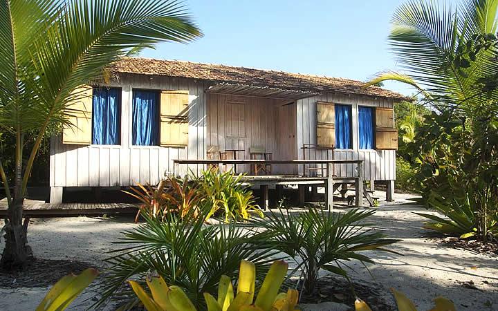 Fachada do hotel Vila Naiá