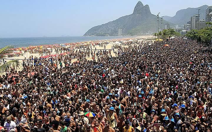 Foliões do bloco Da Preta, da cantora Preta Gil, pistas da Avenida Vieira Sou lotadas