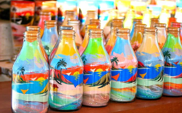 Garrafas decoradas com areia colorida