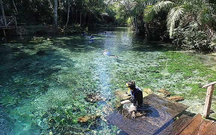 Homem em lagoa - Bonito