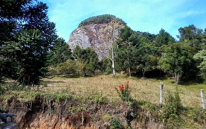 Pedra Chanfrada em Gonçalves